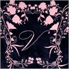 Černá hřejivá deka s růžovým květinovým vzorem