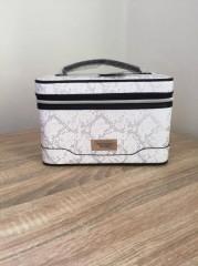 Victoria Secret kosmetický kufřík bílostříbrný