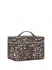 Leopardí kufří a malá černá taštička