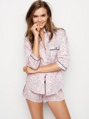 Pyžamový set s potiskem drobných srdíček