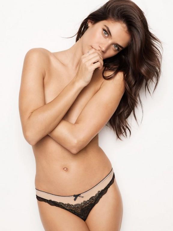 Victoria's Secret černá sexy krajková tanga Chantilly Lace & Mesh Thong