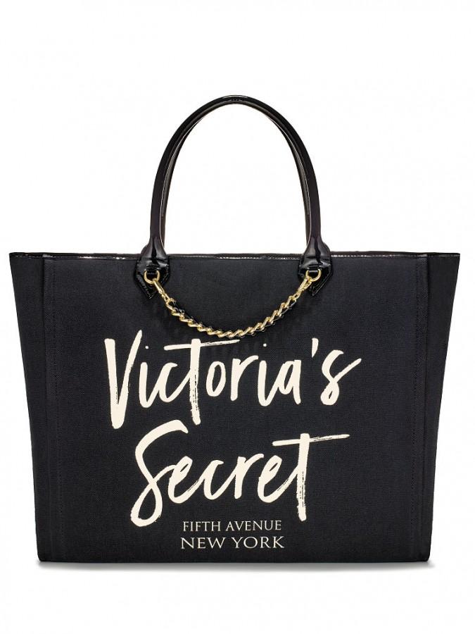 ef6eb21279 ... Angel City Tote. Černá plátěná taška Victorias Secret s ozdobným  řetízkem