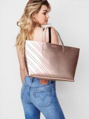 Metalicky růžová kabelka Victorias Secret