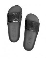 Leské černé pantofle na domácí i venkovní nošení