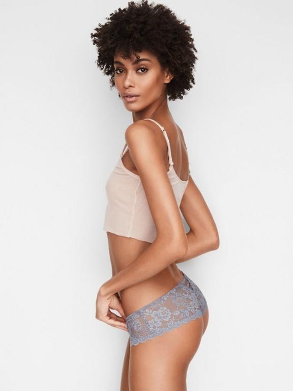 Victoria's Secret luxusní krajková tanga se šněrováním Chantilly Lace Hipster Thong