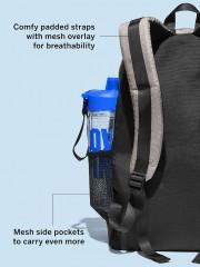 Batoh VS obsahuje boční prostor na lahev
