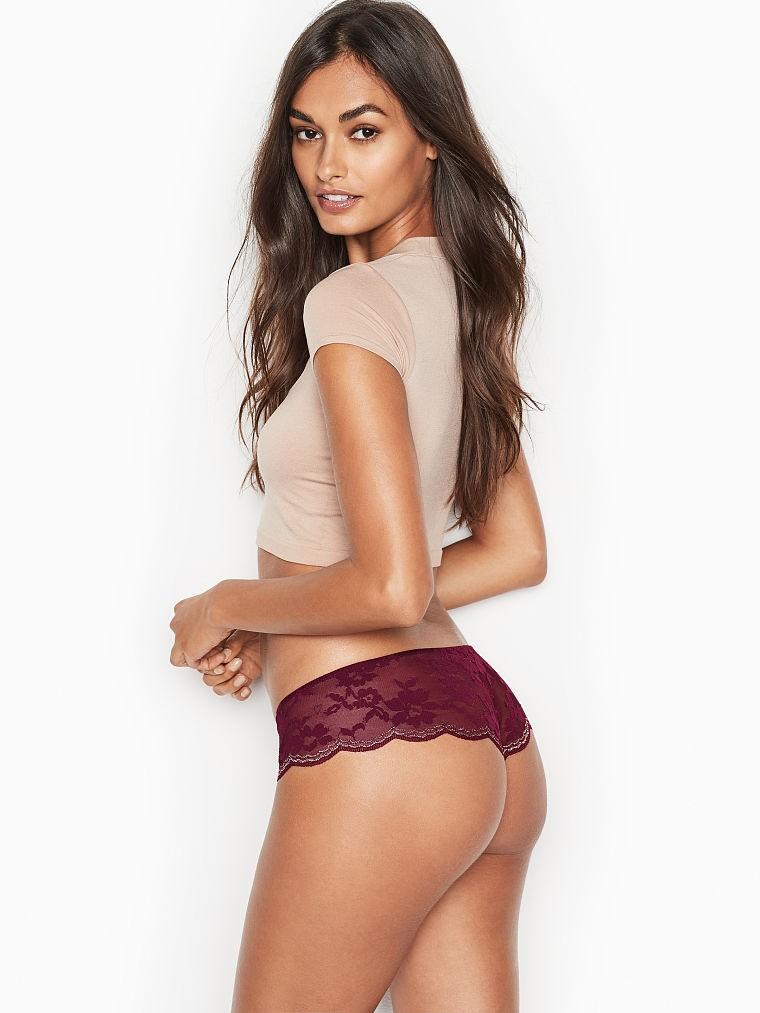 ... krajková tanga Scalloped Lace Hipster Thong Panty vínová. Luxusní  vínová tanga Victorias Secret ... 69404ca705