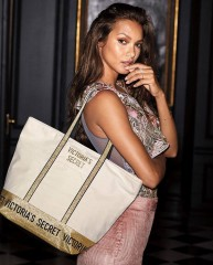 Béžová taška s třpytivými detaily Victorias Secret