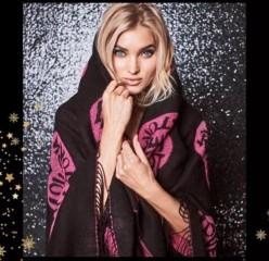 Victorias Secret černá hřejivá deka s růžovými srdíčky