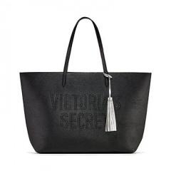 Černá koženková taška přes rameno