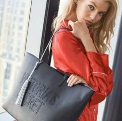 Černá taška se stříbrným střapcem